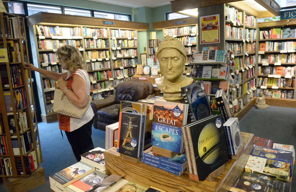 MARC SCHULTZ/GAZETTE PHOTOGRAPHER Shopping in the Northshire book store.