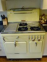 MARC SCHULTZ/GAZETTE PHOTOGRAPHER Antique oven in kitchen of the Marilyn Desimony home on Nott St.