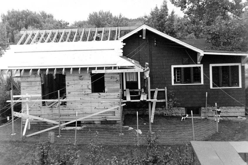 MARC SCHULTZ/GAZETTE PHOTOGRAPHER Addition being built in 1954 at the Marilyn Desimony home on Nott St.